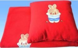 Руно плед-одеяло и подушка из флиса с аппликацией Красный 304.АФ